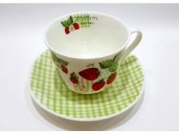 Strawberry Garden Jumbotasse Fine Bone..